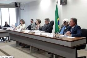 Defesa do PNE como instrumento de pressão sobre governos para cumprimento de metas educacionais