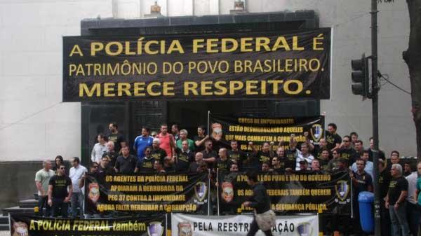 """Dilma prometeu segurança total na """"Copa das Copas"""", mas PF diz que não há efetivo para proteger todos"""