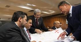 Governo atua com mão pesada para controlar CPI Mista e jogar sujeira para debaixo do tapete