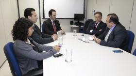 Alvaro Dias e Prefeito de Foz discutem, na Receita Federal, detalhes da nova Lei dos Free Shops
