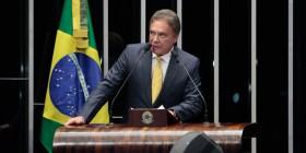 Alvaro Dias diz que, antes de discutir financiamento de campanha, é preciso organizar partidos