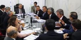 Líder da oposição participa de reunião para definir votação da reforma política