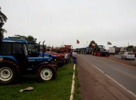 Produtores protestam contra atraso do governo Dilma em liberar acesso ao seguro rural