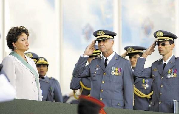 Dilma declara guerra contra os militares