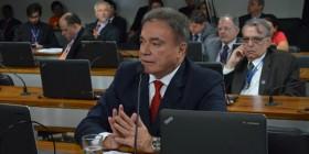 Repúdio à atitude do presidente da Petrobras de se negar a ir ao Congresso explicar endividamento da empresa