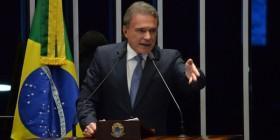 """""""População foi às ruas com desejo de arrancar o Brasil das mãos daqueles que o assaltaram"""""""