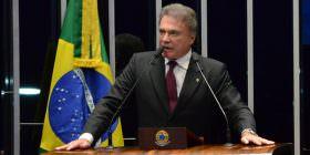 Alvaro Dias destaca em plenário independência do PV em relação ao governo