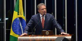 Nova equipe econômica terá desafio de administrar com maior competência a dívida pública, diz Alvaro Dias