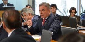 """Alvaro Dias diz que Dilma """"pedalou"""" para vender na campanha a falsa ideia de que contas estavam equilibradas"""