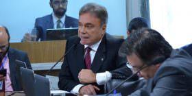 Alvaro Dias diz que é preciso melhorar nível dos debates na Comissão de Impeachment