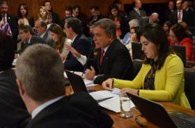Pronto para ser votado relatório de Alvaro Dias favorável à PEC que obriga pagamento de precatórios aos cidadãos