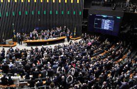 PEC apresentada por Alvaro Dias propõe redução do número de deputados federais