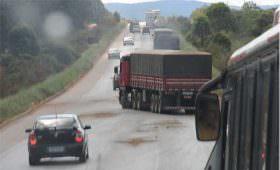 Protesto contra as duras exigências impostas ao trabalho dos caminhoneiros brasileiros