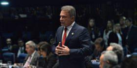 Alvaro Dias rebate argumentos da defesa de Dilma sobre peritos, e Lewandowski rejeita questão de ordem