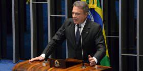 Alvaro Dias diz que pressupostos jurídicos, éticos e políticos justificam o impeachment de Dilma Rousseff