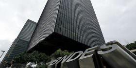 Senador volta a criticar critérios para empréstimos do BNDES