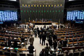 Alvaro Dias anuncia apoio à PEC 241 e afirma que é mentira dizer que haverá menos recursos para saúde e educação