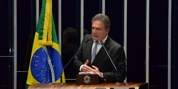 """""""Prioridade deve ser fim do foro privilegiado, e não abuso de autoridade"""", diz Alvaro Dias"""