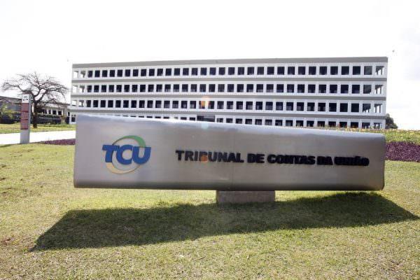 Aprovado requerimento de Alvaro Dias para auditoria do TCU na dívida pública