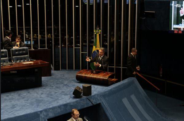 Anistiar crime de caixa dois é execrável, afirma o senador Alvaro Dias