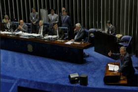 Alvaro Dias afirma que momento é de apoiar a Lava Jato, e não votar projeto de abuso de autoridade