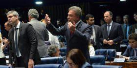 PEC do teto de gastos não destruirá o país, mas também não é a única solução, diz Alvaro Dias