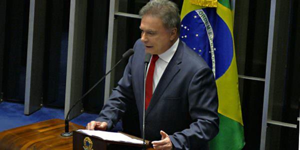 Instituições estão acima dos seus integrantes e devem ser preservadas, afirma Alvaro Dias