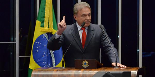 Alvaro Dias reivindica retirada de pauta do projeto do abuso de autoridade, e Renan envia matéria à CCJ