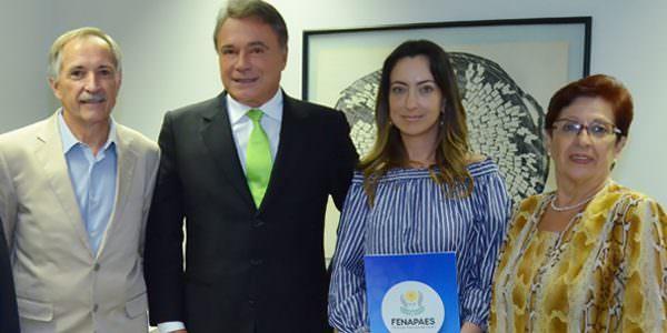 Esposa do Juiz Moro pede a Alvaro Dias que apresente projeto para beneficiar APAES