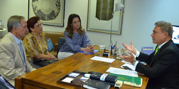 Alvaro Dias apresenta projeto para beneficiar as APAES