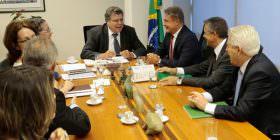 Senador e representantes da área de florestas se reúnem com ministro para desburocratizar silvicultura