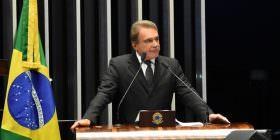 Alvaro Dias critica intenção do governo de aumentar impostos e pede solução para dívida pública