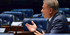 Se o Congresso não alterar a regra do foro privilegiado, STF poderá fazê-lo, alerta Alvaro Dias