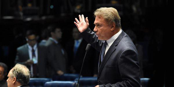 Senado realiza terceira sessão de discussão da PEC do foro, e Alvaro Dias rechaça manobras protelatórias