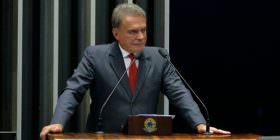 No Plenário, Alvaro Dias rebate afirmações de que a Lava Jato joga a sociedade contra o Congresso