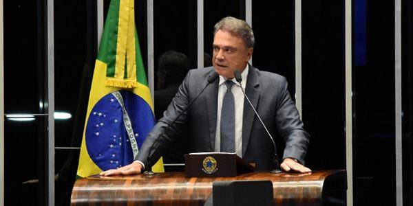 Sem o fim do balcão de negócios, Brasil jamais retomará o rumo do crescimento, afirma Alvaro Dias