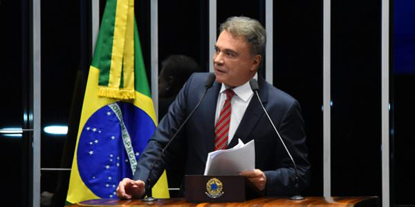 Alvaro Dias pede solução do governo federal para tornar mais justa a cobrança do Funrural