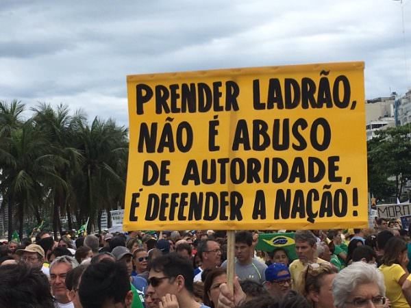 Projeto sobre abuso de autoridade pode ir parar no STF, afirma Alvaro Dias