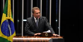 Alvaro Dias endossa manifesto de entidades paranaenses contra abuso de autoridade