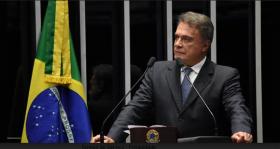 Alvaro Dias diz que Senado viveu momento histórico ao aprovar fim do foro privilegiado