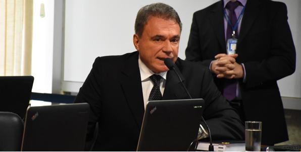 Senador tenta evitar manobras para que PEC do foro seja votada hoje em segundo turno
