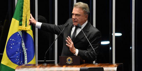 """""""Temer devia pedir desculpas à Nação e renunciar imediatamente"""", declara Alvaro Dias"""
