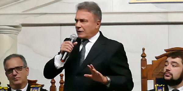 """""""A grande aliança dos políticos deve ser com a sociedade"""", disse senador em palestra"""