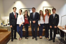 Estudantes de São Paulo entrevistam senador sobre crise política