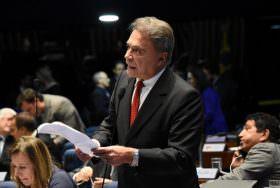 PEC de Alvaro Dias confirma prisão em segunda instância e derruba privilégios de parlamentares na Constituição